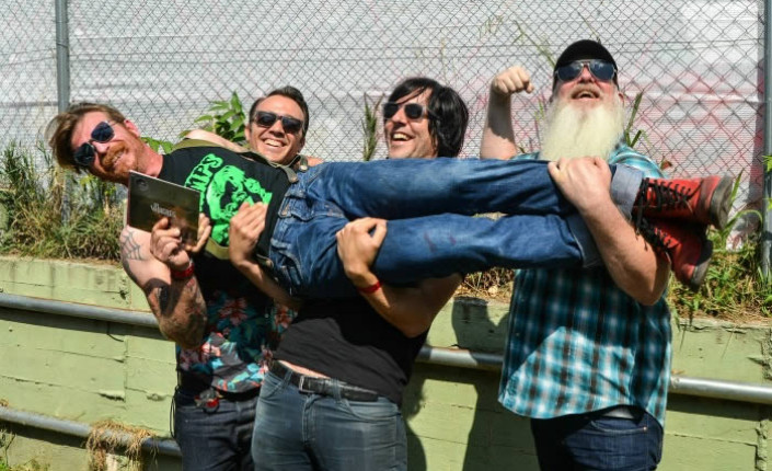 Eagles of Death Metal: Sexo, humor y rock and roll