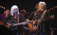 Vídeo: Kris Kristofferson y Emmylou Harris cantan 'The Pilgrim, Chapter 33'