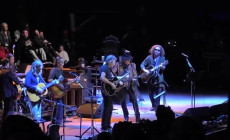 Vídeos: Neil Young canta con Metallica, Roger Waters y My Morning Jacket
