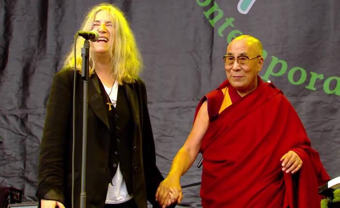 patti-smith-dalai-lama-29-06-15