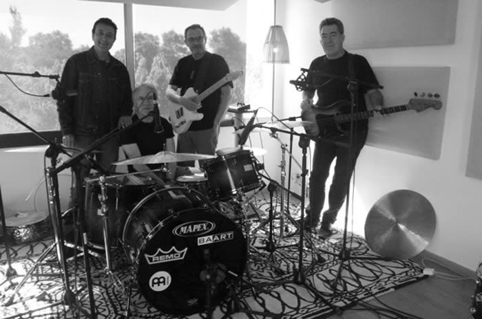 Fotografía de Los Rápidos en el estudio de grabación publicada por Manolo garcía en su web