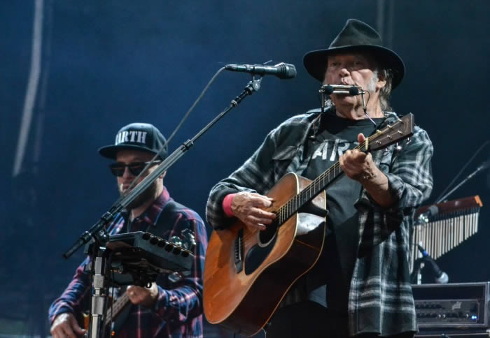 neil-young-21-06-16-a