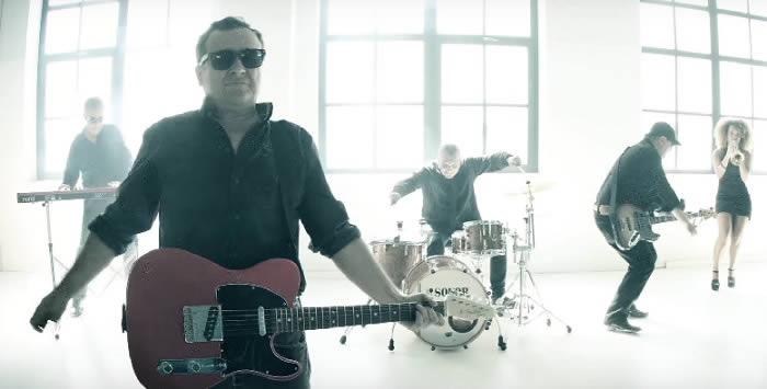 j-teixi-band-video-stand-back-16-11-16