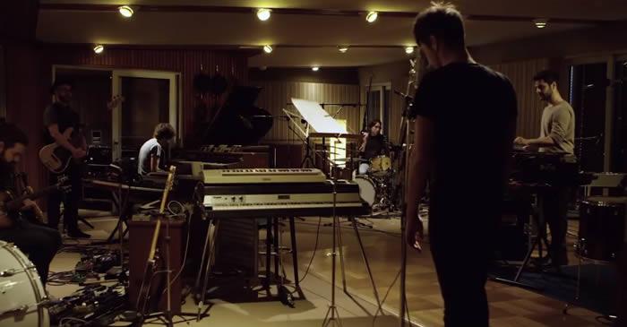'Punto sin retorno' vídeo de Vetusta Morla en directo en los Hansa Studios