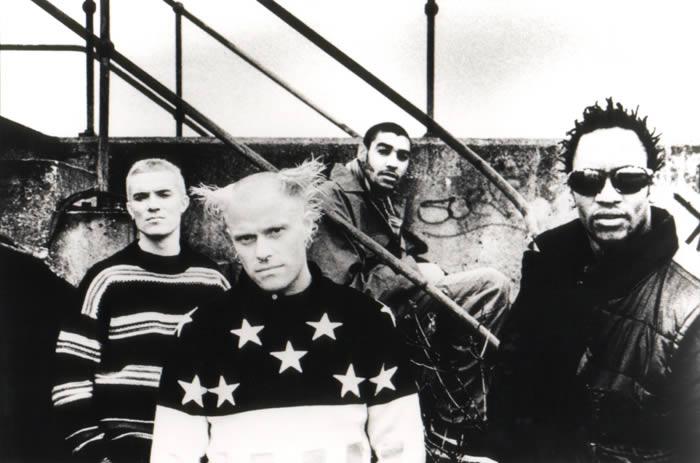Foto: Keith Flint aparece en el centro, en primer plano (Foto promocional de XL Recordings, de Phil Nicholls).