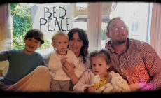 "Alanis Morissette versiona ""Happy Xmas (War Is Over)"" de John Lennon y Yoko Ono"