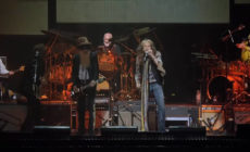 "Vídeo: Steve Tyler (Aerosmith) y Billy Gibbons (ZZ Top) interpretan ""Rattlesnake shake"" en el homenaje a Peter Green"