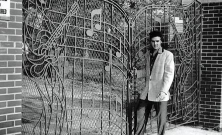 Elvis, ladrón de tumbas