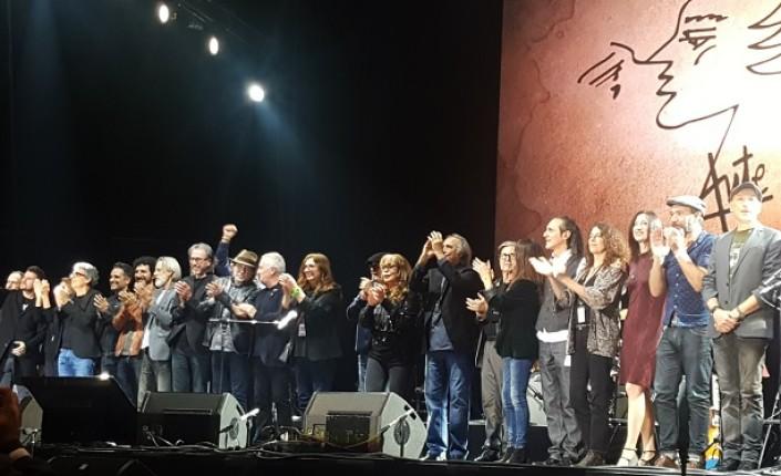Miles de <i>autianos</i> celebran las canciones de Aute en Madrid