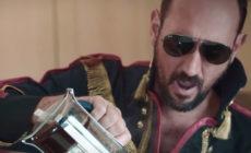 """Igor Paskual está """"Cansado de la vida"""", en su nuevo vídeo"""