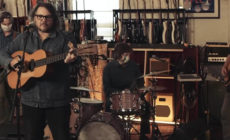 "Vídeo: Jeff Tweedy interpreta en televisión ""Gwendolyn"""