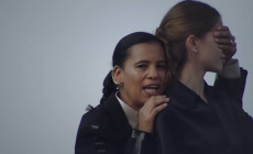 """Natural skin deep"", vídeo de Neneh Cherry"