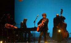Quique González: Poesía acústica y música cálida contra el frío