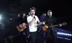 """Vetusta Morla recrean en directo su vídeo de 2008 """"Otro día en el mundo"""""""