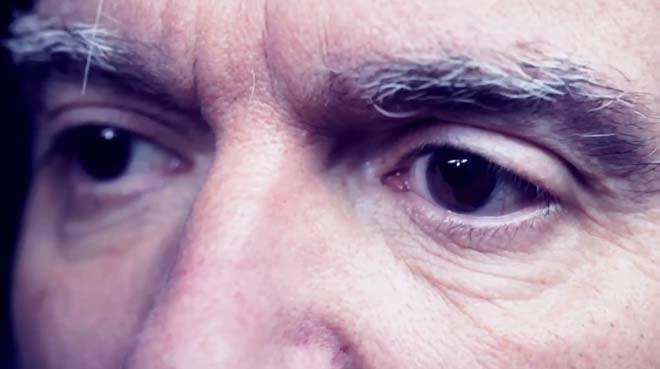 'Eyes', vídeo de David Byrne y Jherek Bischoff