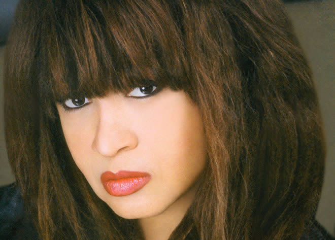 ronnie-spector-16-11-13